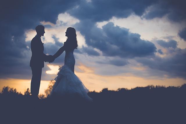 【成人18歳】女性の結婚年齢が16歳から引き上げられた理由は?