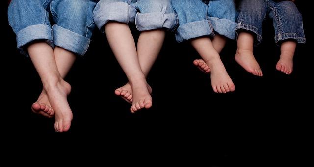 【子供の足の臭いを消す方法】根本解決してくれるモノと残り香(臭)対策