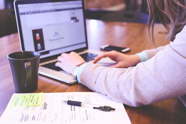 【主婦ブログ】収入を得るためのお役立ち記事の書き方のコツ!ネタ探しや作成時のポイント